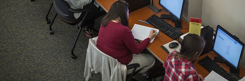 Bakersfield College students work on computers
